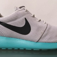 NIKE ROSHE RUN ONE CALYPSO GREY MINT GREEN SIZE 8.5