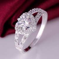 Shiny Heart Clear Cubic Zirconia Elegant Silver Plated Ring