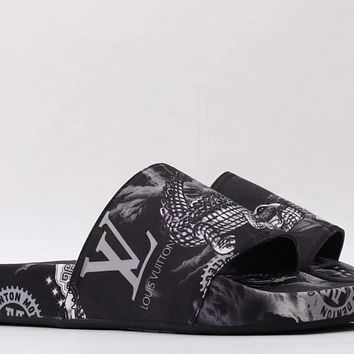 LV new graffiti print men's and women's outer wear sandals slippers shoes