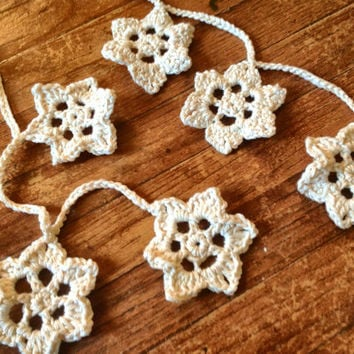 Hand Crochet Star Garland,Small Doily Decoration,Twinkling Star Garland, SALE Off White w/ Gold Accent,12 Stars