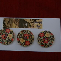 Buttons three large wooden flower print