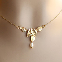 18K GOLD Plated Five Leaves Pendant With Pearl Necklace, Champagne Necklace, Wedding Jewelry, Flower girl Gift, Bridesmaid necklace