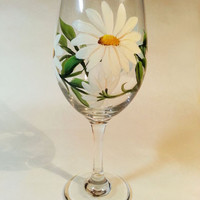 Hand Painted Daisy Wine Glass 18.5 oz