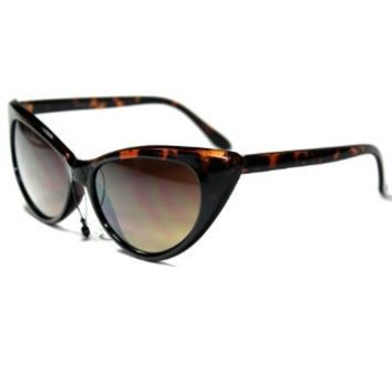 Amazon.com: NNM21 Style 2 Elegant Vintage Cateye Women's Sunglasses with Protective Soft Pouch: Clothing