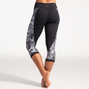 CALIA by Carrie Underwood Women's Essential Printed Pieced Capris