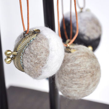 wet felted neck pouch, pendant wallet,  Medicine bag, kiss lock purse necklace, clasp wallet pendant, ring pouch necklace, gray and white