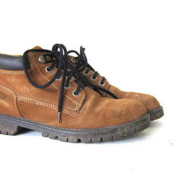 Vintage brown suede leather work boots. chunky ankle boots. grunge hiking boots. women's shoes size 8