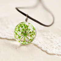 Real Flower Necklace -Terrarium Necklace - Color Peridot Necklace - Resin Flower