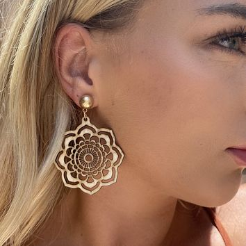 Lightwood Carve out Earrings
