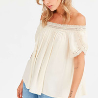 Ecote Holly Crochet Trim Off-The-Shoulder Top - Urban Outfitters