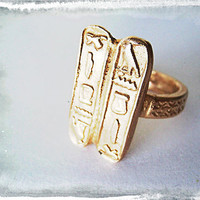 New Vintage Ring King & Egyptian Gods, Size 10, Gorgeous Gold Bronze, Band is Textured