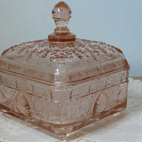 Indiana Tiara Pink Depression Bees to the Honey Hive Dish with Lid