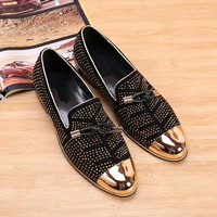 2017 New fashion Rivets studded Men Pumps Gold Metallic Studded Loafers Casual Party Wedding black color Mens Shoes Zapatos