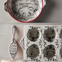 Molly Hatch Crowned Leaf Bakeware in Red Size: