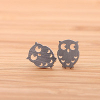 OWL and crest stud earrings, in silver