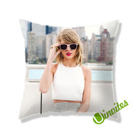 Taylor Swift Hot Young Square Pillow Cover