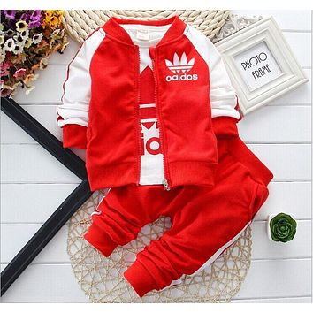 2017 New Chidren Kids Boys Clothing Set Autumn Winter 3 Piece Sets Hooded Coat Suits Fall Cotton Baby Boys Clothes Mickey T
