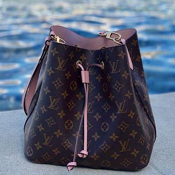Louis Vuitton LV classic large-capacity handbag bucket bag fashion women's shoulder messenger bag
