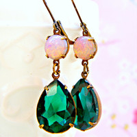 Emerald Green Christmas Earrings, Vintage Fire Opal Earrings, Teardrop Dangle Earrings, Christmas Jewelry, Holiday Jewellery, Vintage
