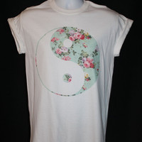 brand new * floral yin yang t-shirt boho indie hipster vintage retro 90s ying yan festival * Available in Small, Medium, Large or XL.