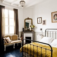 Country Bedroom with Wrought Iron Vintage Bed »    inspired deco