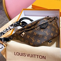 Hipgirls  LV Louis Vuitton Hot Sale New Men's and Women's Printed Letters with Scarf Crossbody Bag