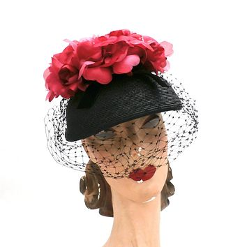 Vintage Ladies Bucket Hat Black Straw w/ Red Silk Flower Crown 1940s