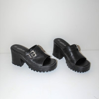 90s lug sole platform sandals 1990s grunge slip on chunky heel black vegan leather slide platforms size 7.5