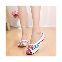 Old Beijing Cloth Shoes Woman Slippers Embroidered Increased within National Style Casual Woman Sandals Home beige