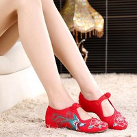 Vintage Embroidery Chineseknot Flat Flower Casual Shoes