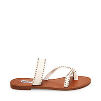 Leather Toe Ring Sandals in Cognac | Steve Madden AVEERY