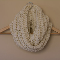 Sale Chunky Infinity Scarf in Cream, ivory infinity scarf , knit circle scarf, vegan,yellow , unisex, fall accessories