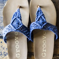SZ 8 Easy Does It Navy Crochet Thong Sandals