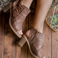 Lost Valley Stitch Detail Side Lace Up Open Toe Heeled Booties (Tan)