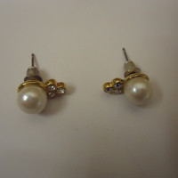 Designer Fashion Earrings Stud Faux Pearl & Diamond Female Adult Gold/Whites -- Preowned