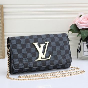 Louis Vuitton LV fashion lady messenger bag chain cosmetic bag
