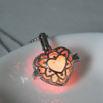 Shiny Stylish Jewelry New Arrival Gift Hot Sale Innovative Heart Hollow Out 3-color Noctilucent Necklace [8026326599]