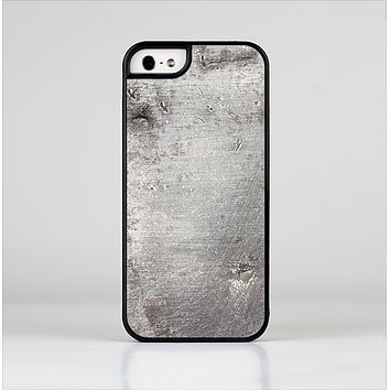 The Grunge Gray Surface Skin-Sert Case for the Apple iPhone 5/5s