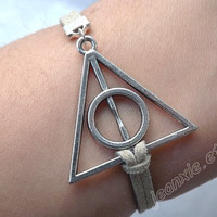 Bracelet - Harry Potter and the Deathly Hallows- antique silver triangular bronze medal J-67