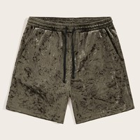 Men Drawstring Waist Slant Pocket Velvet Shorts