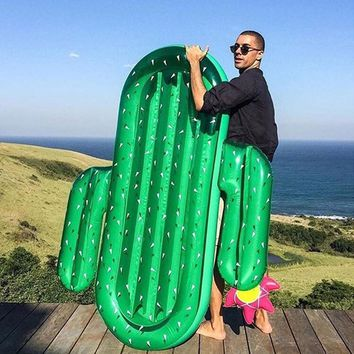 2017 Good Quality Summer Giant Inflatable Water Sport Buoy Giant Inflatable Cactus Floating Row Swim Rings Air Mattress