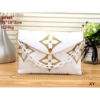 LV 2019 new women's crossbody bag wrist bag chain bag envelope bag white