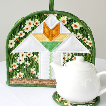Quilted Tea Cozy, Easter Lilies, Spring Teapot Cover, Teapot Mat, Insulated Fabric Tea Cozy, Teapot Warmer, Quiltsy Handmade