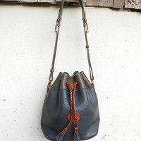 Vintage DOONEY AND BOURKE Navy Bucket Bag , Sea Bag , Shoulder Bag // Medium
