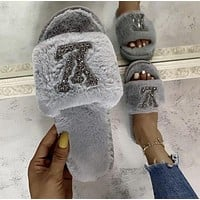 LV Louis Vuitton hot-selling plush slippers trendy shiny LOGO fashion ladies plush slippers shoes