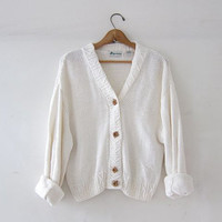 vintage creamy white sweater. slouchy cardigan sweater. cropped cardigan sweater. wooden buttons