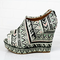 SZ 6 Pattern Play Black Printed Wedges