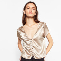 SHINY SHORT TOP DETAILS