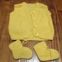 Set of hand-knit baby vest and slippers, duck yellow vest and slippers, knitted baby kit, warm knitting for your baby, Size 3 to 6 Months