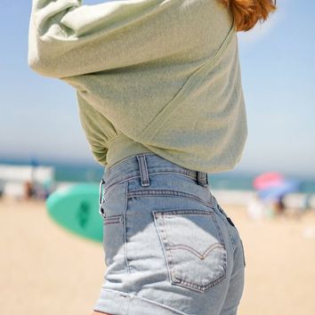 Levi's High-Rise Mom Short – Not Kidding | Urban Outfitters
